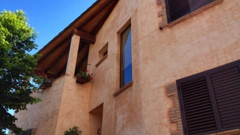 Façana nova construcció amb morter colorejat, Jordi Alsina SL