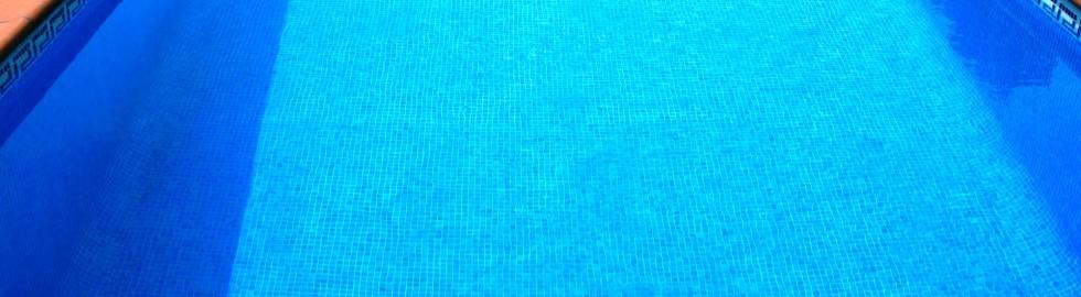 Coronament piscina amb gres extrusionat