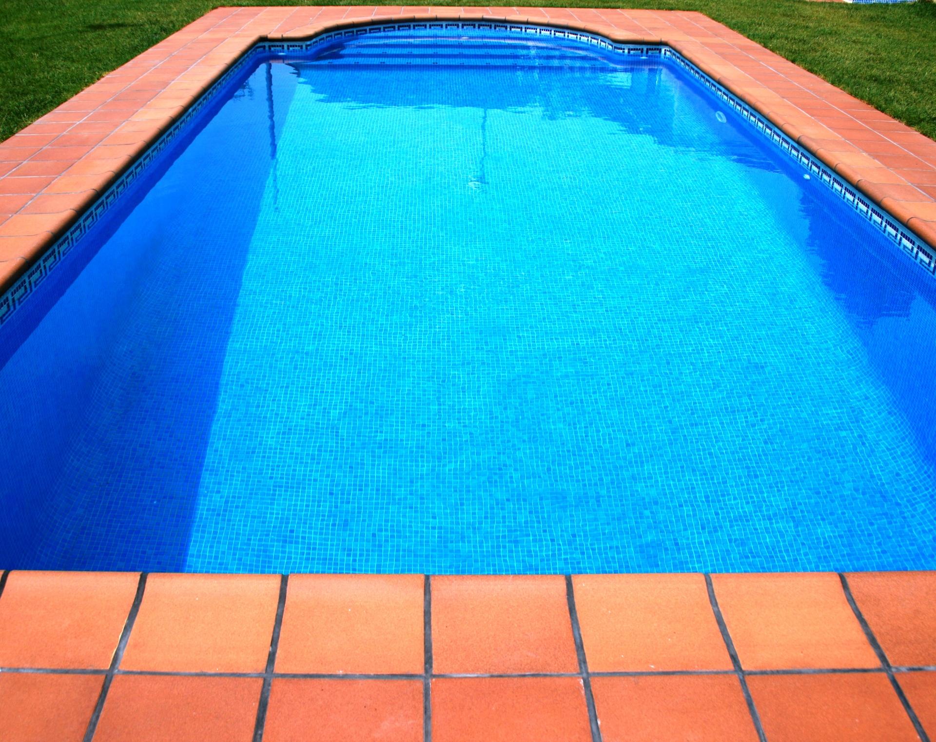 Coronament piscina amb gres extrusionat jordi alsina sl for Gres para piscinas