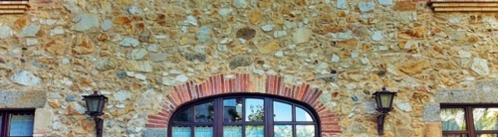 Reforma façana de pedra i totxo